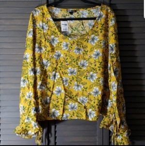 Charlotte Russe Tops - Charlotte Russe | Cropped Lace Up Side Floral Top